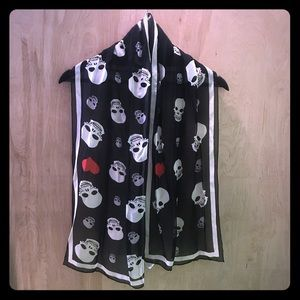 Skull and heart scarf
